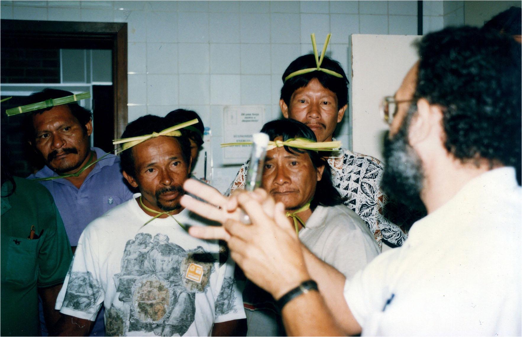 Visita dos Krahò (tribo Indígena do nordeste de Tocantins) ao Cenargen.