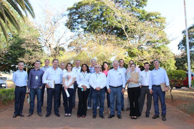 Claudio Bezerra - Produtores de algodão da Bahia visitam a Embrapa Recursos Genéticos e Biotecnologia