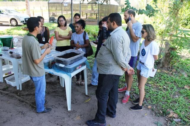 Vinicius Kuromoto - Oficina aborda teoria e prática na confecção nas composteiras caseiras