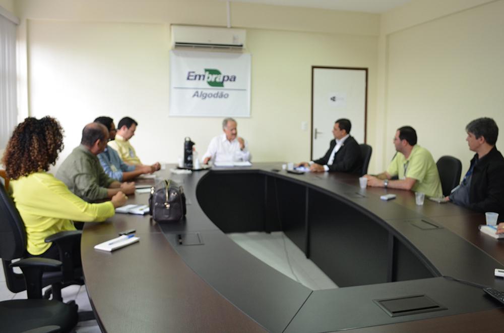 Edna Santos - Reunião entre chefias das Unidades da Embrapa Caprinos e Ovinos e Embrapa Algodão para tratar dos detalhes da instalação do novo núcleo
