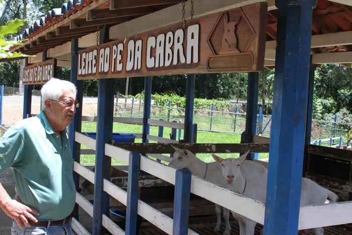 Carolina Rodrigues - Jarbas Vidal é um dos integrantes do programa Capragene, que promove melhoramento de caprinos leiteiros na região Sudeste
