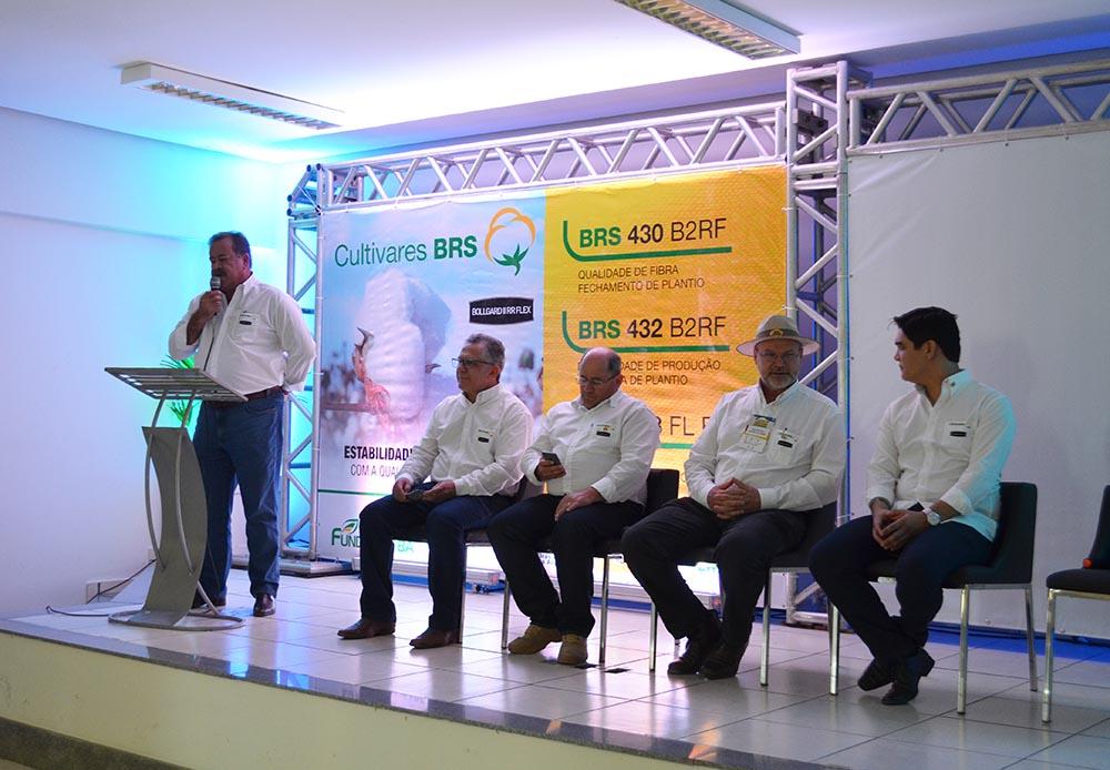 Edna Santos - Lançamento reuniu de produtores, gerentes de fazendas, técnico, pesquisadores e parceiros das entidades, no dia 31, na Bahia Farm Show