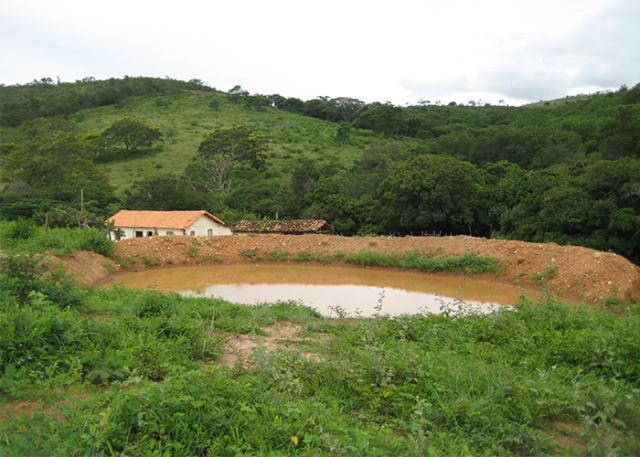 Barraginhas e lagos mant m gua o ano todo portal embrapa for Como construir un lago artificial
