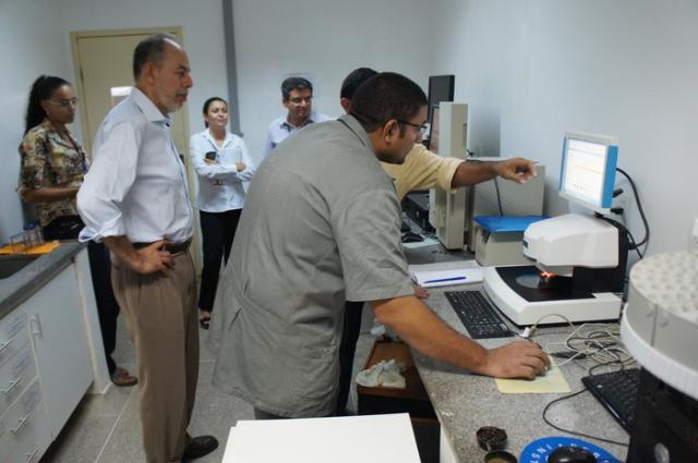 Adilson Nóbrega - Secretário conhece uso de equipamento Fnirs