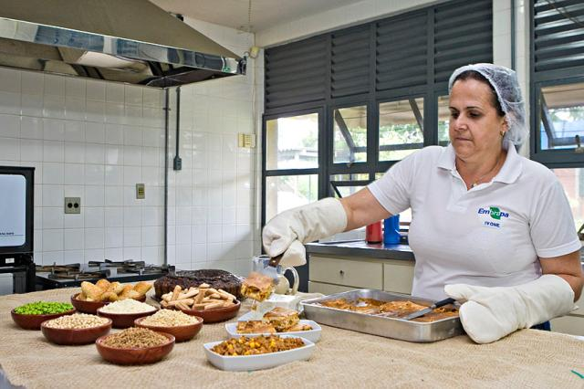RRRufino - Receitas são testadas na Cozinha Experimental da Embrapa Soja