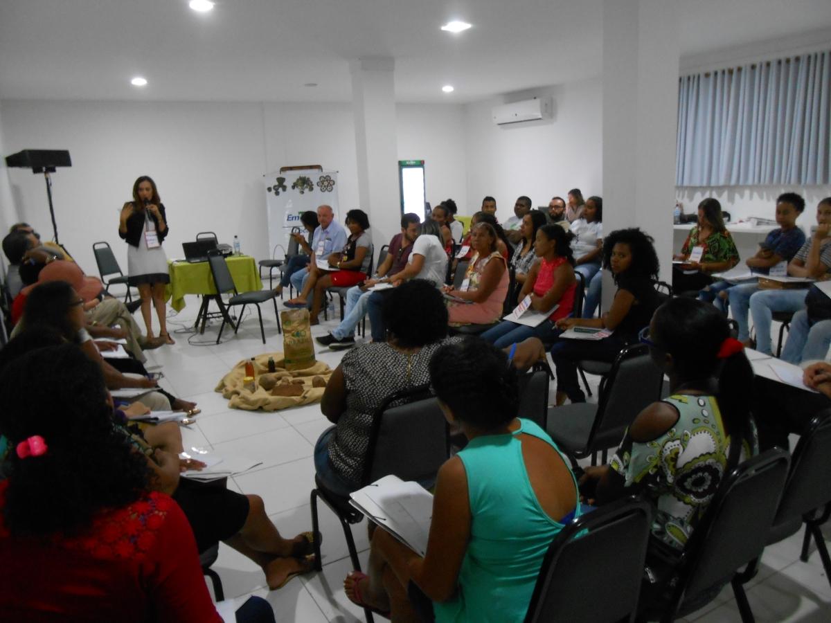 Talmir Quinzeiro - O VI BabaçuTec realizado pela Embrapa Cocais e parceiros reuniu quebradeiras de coco do território do Vale do Itapecuru