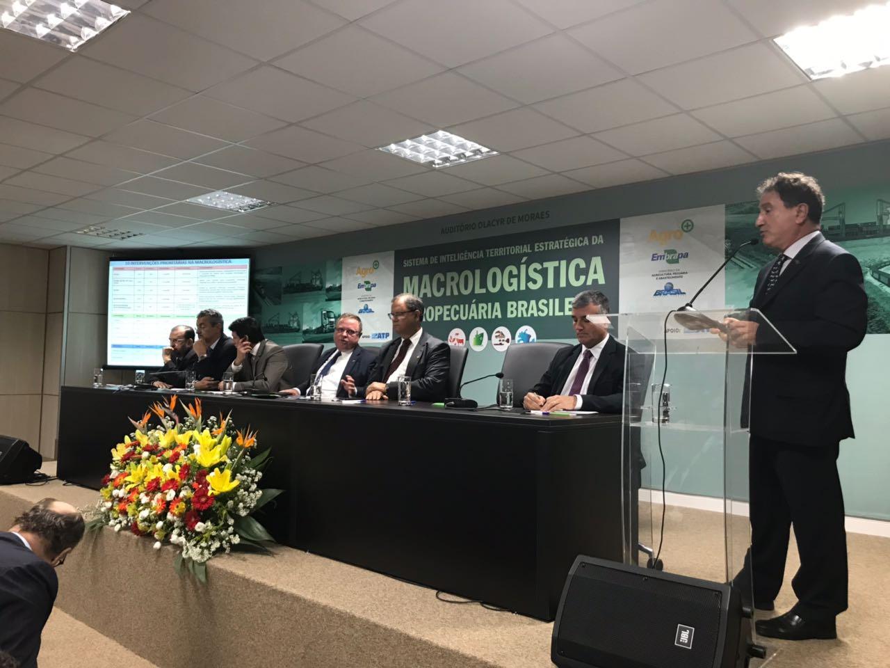 Luciane Dourado/Embrapa - Evaristo de Miranda apresenta sistema durante o evento de lançamento.