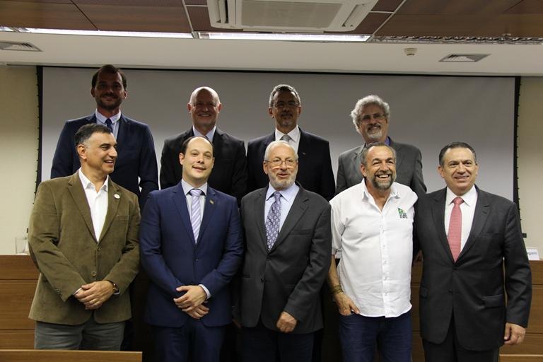 Kátia Marsicano - Representantes do Bradesco, Cocamar, John Deere, Soesp, SOS Mata Atlântica, Syngenta e Embrapa no lançamento da Associação Rede ILPF