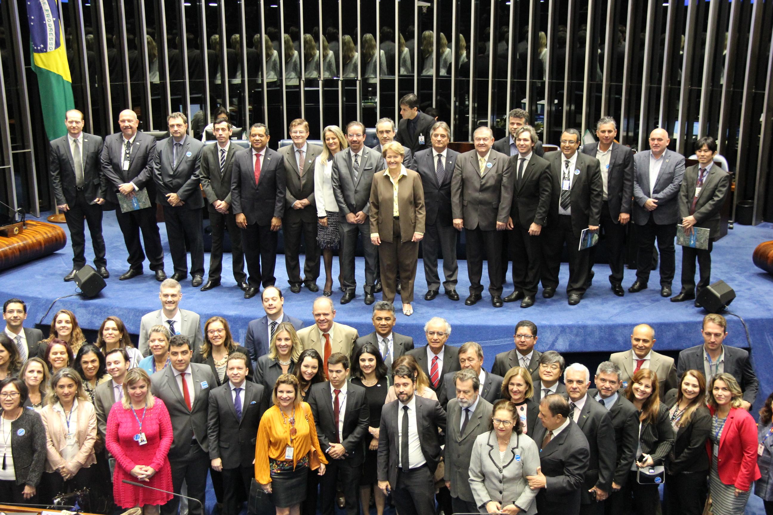 Kátia Marsicano - Sessão solene reuniu mais de cem pessoas no Senado