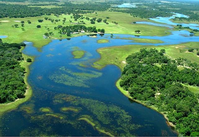 Paulo Mainieri - Vista aérea de fazenda no Pantanal do MS