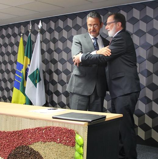 Elizabete Antunes - O termo de cooperação técnica foi assinado em Brasília pelo presidente da Embrapa, Maurício Lopes, e pelo vice-presidente de Agronegócios e Micro e Pequenas Empresas do Banco do Brasil, Osmar Dias.