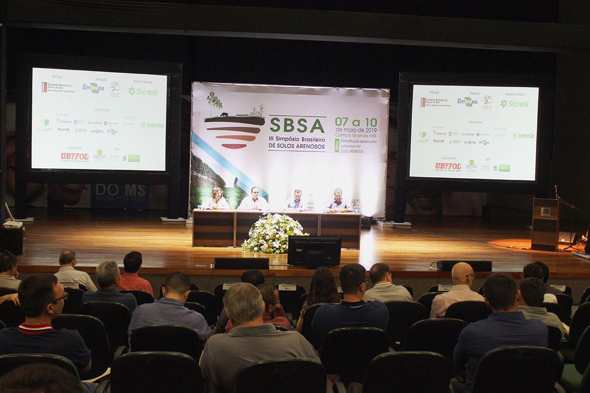 Dalízia Aguiar - Especialistas discutem cultivo da cana-de-açúcar em solos arenosos