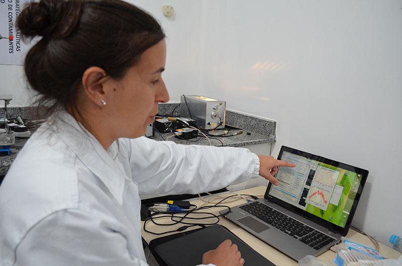Edna Santos - O objetivo da equipe da Embrapa Algodão é adotar a técnica para resolver problemas analíticos na área agrícola