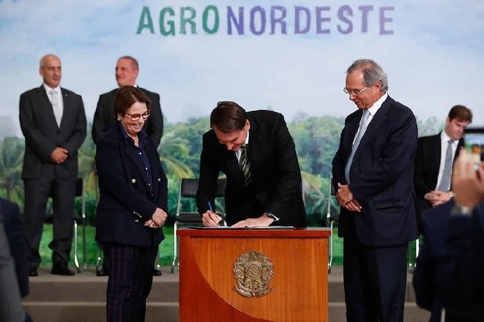 MAPA - Presidente Jair Bolsonaro e ministra Tereza Cristina assinam termo de cooperação para início das ações do AgroNordeste