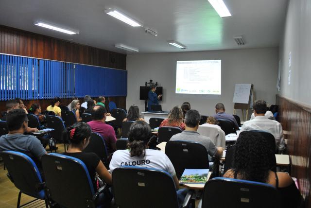 Dulcivania Freitas - Pesquisadora da Embrapa Amazônia Oriental palestrou sobre as dimensões da agroecologia