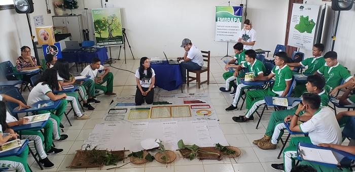 Síglia Souza - Coordenadora do evento, Adriana Ribeiro, apresentou os dados do IDH