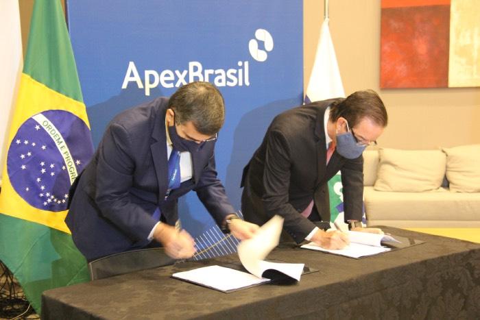 Robinson Cipriano - Presidentes da Embrapa e da Apex, durante solenidade de assinatura do acordo.