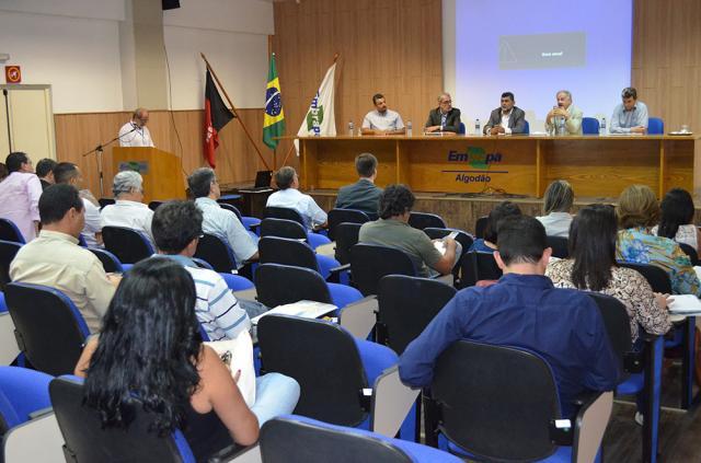 Alexandre Oliveira - O evento reuniu pesquisadores de seis Unidades da Embrapa, representantes do Governo da Paraíba, MDA, MDS, prefeitos, vice-prefeitos, secretários de agricultura de diversos municípios, representantes de instituições financeiras, sindicatos e associações de produtores